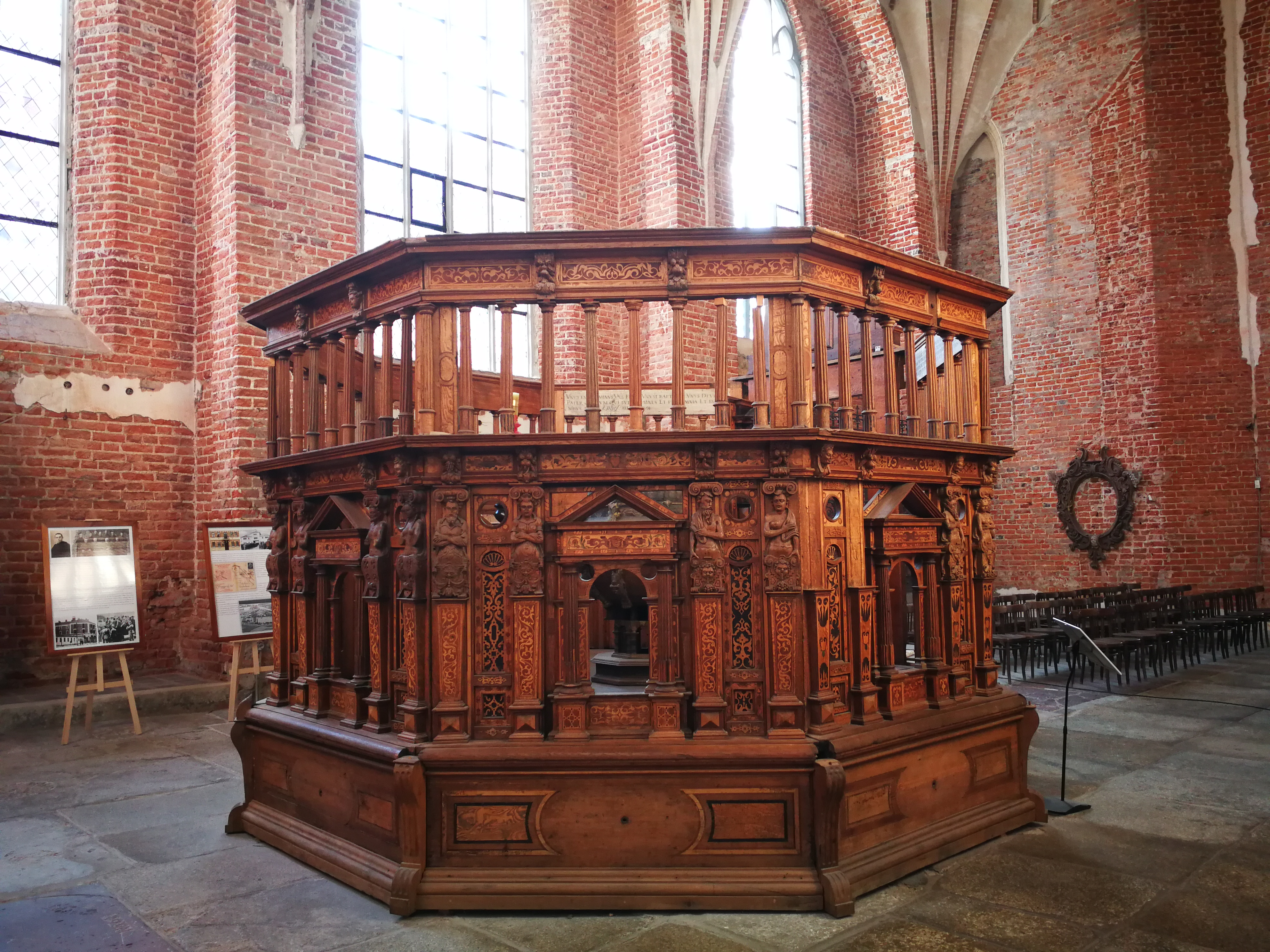 La iglesia de Santa Catalina, Gdansk, Polonia; bautisterio del siglo XVI; Foto Ania Anna Kotula de Tour Guide Service Gdansk